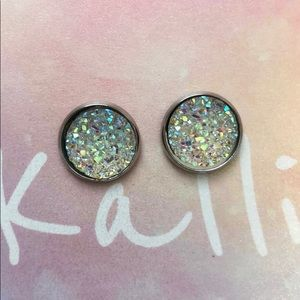 Jewelry - Beautiful Iridescent Earrings
